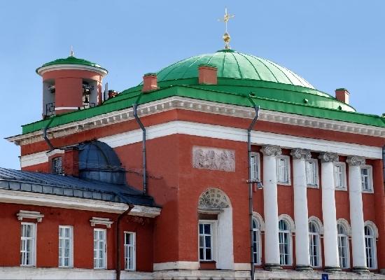 Посещение церкви Спаса Нерукотворного Образа, где отпевали поэта.