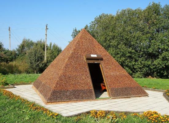 Посещение янтарной пирамиды.