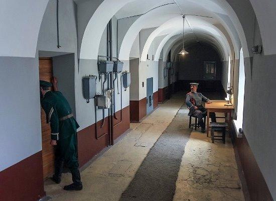 Экскурсия в Петропавловский собор и тюрьму Трубецкого бастиона.