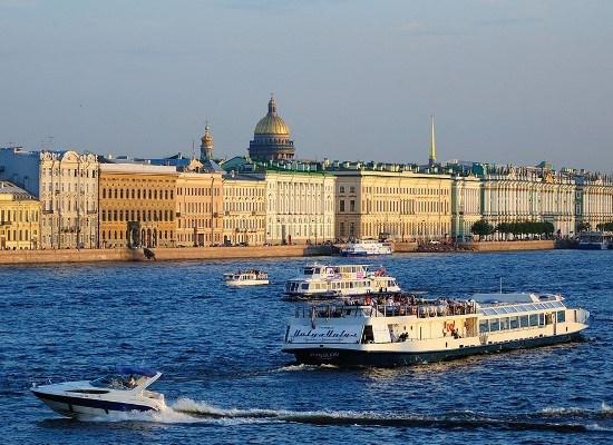 Экскурсия по рекам и каналам или по реке Нева.