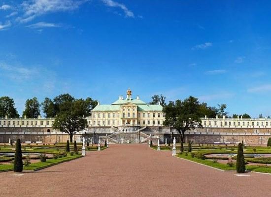 Экскурсия в Большой Меншиковский дворец.