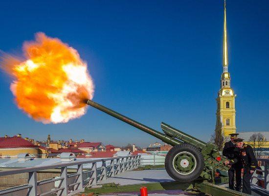 Полуденный выстрел с Нарышкина бастиона.